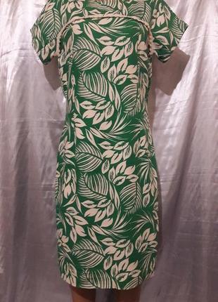 Классическое платье с интересным принтом
