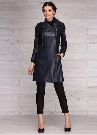 Приталенный кожаный плащ тёмно-синего цвета 36-38