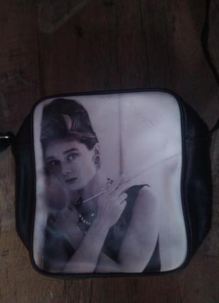 Крутая сумочка с принтом