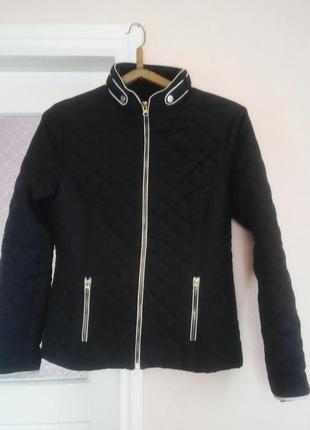 Класна куртка фірми esmara.