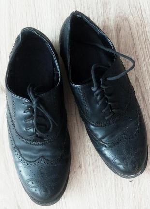 Класні туфельки на шнурках