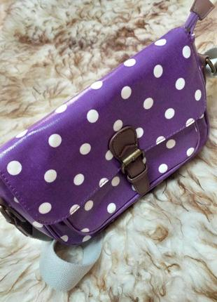 Сумка фиолетового цвета в белый горох с широким плечевым ремнём