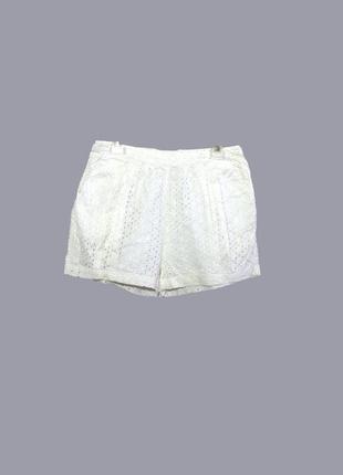 Летние короткие шорты с перфорацией