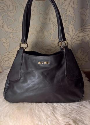 Кожаная сумка miumiu.