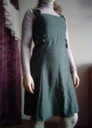 Платье серое, строгое, офисный вариант, сарафан