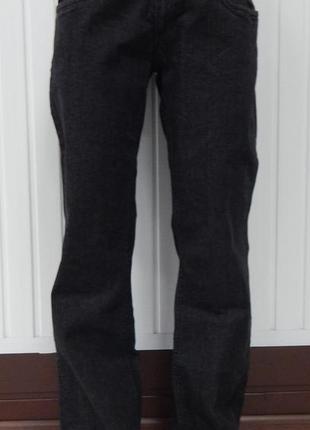 Женские черные джинсы с вишивкой на карманах carla