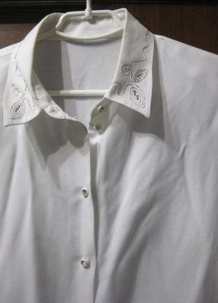 Рубашка белая германия вискоза вышивка на воротнике стразы камни
