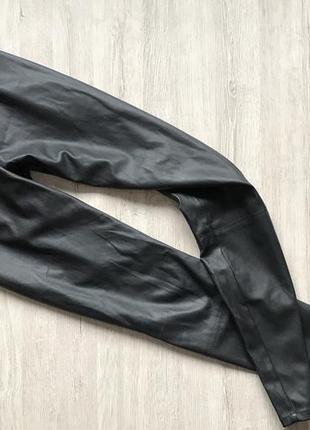 Актуальные трендовые брюки/легинсы еко-кожа next
