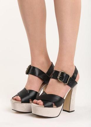 Новые черные босоножки на высоком каблуке