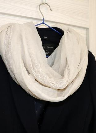 Тонкий шарф-шаль с кружевом от h&m молочный