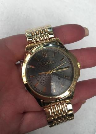 Стильные часы в подарочной коробочке