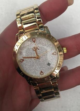 Часы с красивым циферблатом в подарочной коробочке