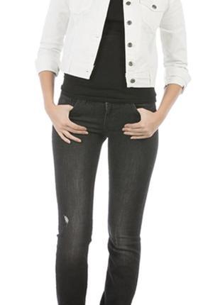 Стильні жіночі джинси з протертостями