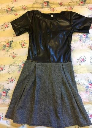 Платье с эко кожы размер s
