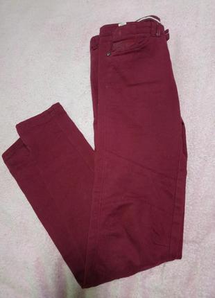 Крутые бордовые джинсы bershka