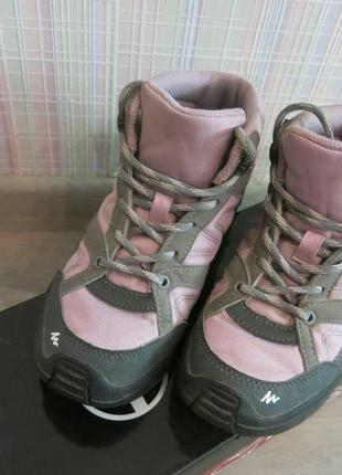Ботинки на девочку фирмы кечуа (quechua) 33 размер