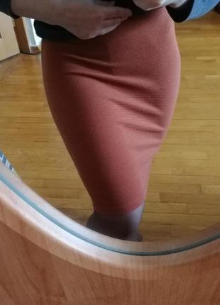 Плотная трикотажная бандажная юбка new look цвета кирпич