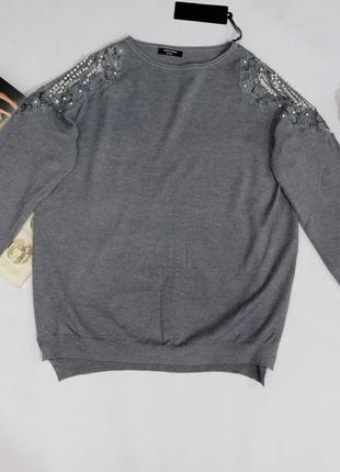 Нарядный свитер с украшениями на плечах hostar