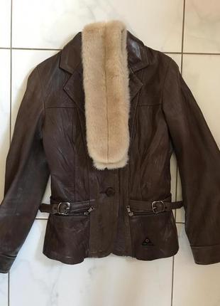 Очень крутая кожаная куртка с баской