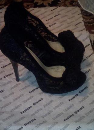 Крутые нарядные туфли босоножки