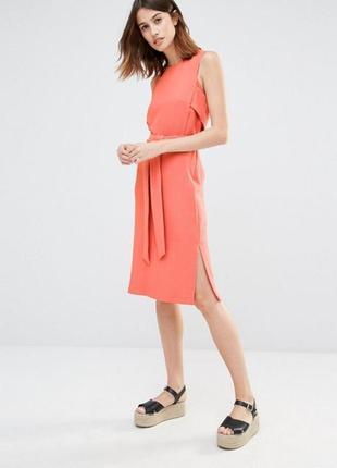 Минималистичное летнее платье миди без рукавов кораловое с поясом