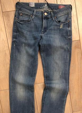 Стильні жіночі джинси легкий кльош