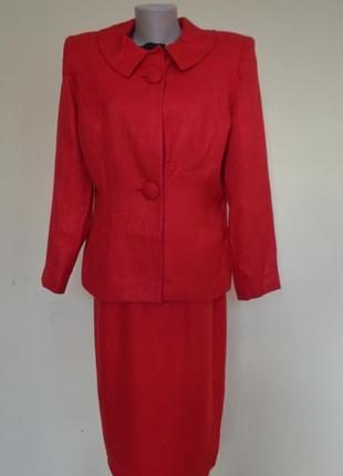 Шикарный брендовый элегантный костюм красного цвета,состояние новой вещи