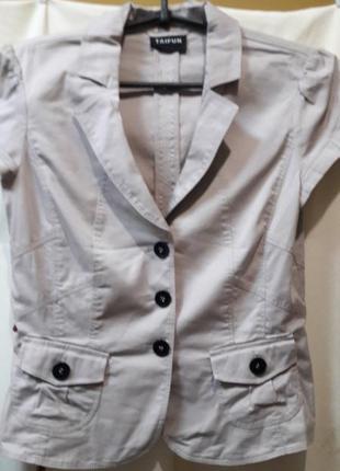 Милый пиджачек с короткими рукавами