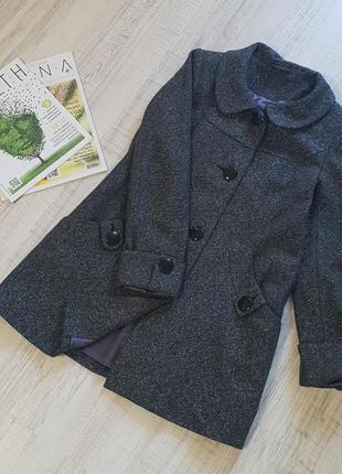 Стильное пальто-трапеция