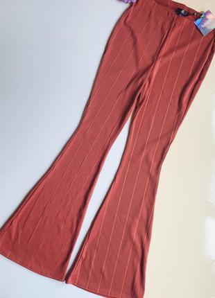 Шикарные терракотовые брюки missguided в рубчик размер m-l