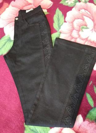 Черные джинсы с вышивкой на высокий рост