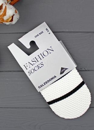 Итальянские носки из белой сетки с черной полоской calzedonia