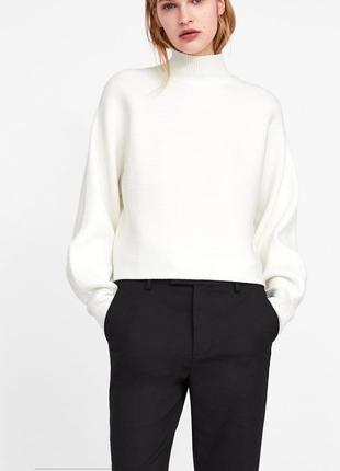 Белый свитер гольф в рубчик с пышным объемным рукавом zara knit s-m