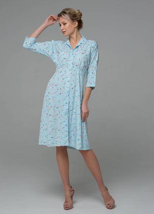Классическое платье с отрезной чуть расклешенной юбкой.