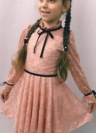 Шикарное нарядное платье гипюр с завязками.