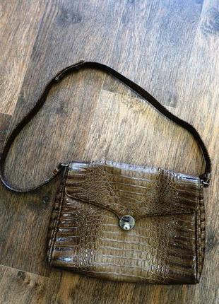 Красивая сумочка с длинным ремешок