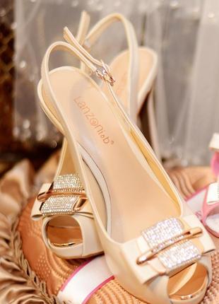 Босоножки , туфли на каблуке