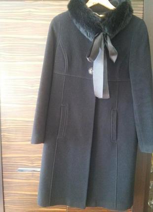 Кашемировое пальто с воротом из кроличьего меха