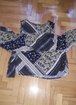 Блуза с воланом открытие плечи