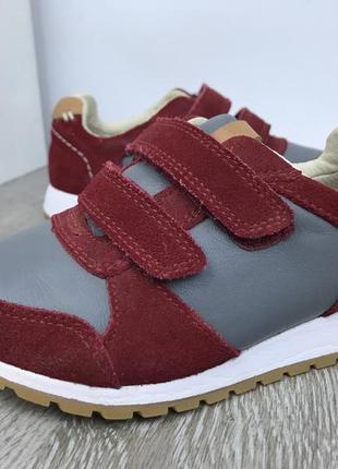 Стильные кроссовки на липучках clarks