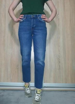 Свободные джинсы бойфренд mom на болтах с необработанным краем h&m