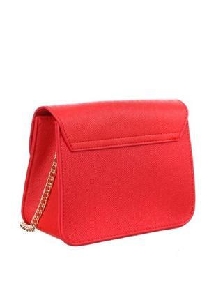 Красная сумочка на золотой цепочке фирма baldinini