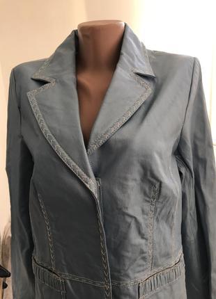 Удлинённая кожаная куртка пиджак bradley bayou цвет нежно голубой металлик s m л
