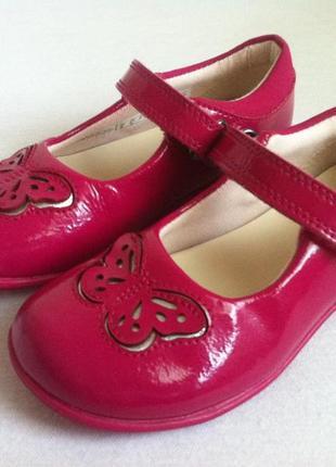 Kожаные лаковые туфли ,туфельки clarks с мигающими огоньками🔥🔥🔥 размер 25,5 оригинал !!!
