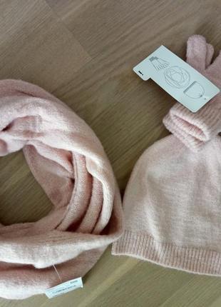 Комплект тм c&a: шапка+перчатки+снуд