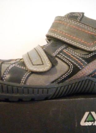 Стильні фірмові туфлі