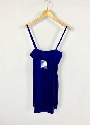 Распродажа бархатное велюровое вечернее платье на тонких бретельках missguided