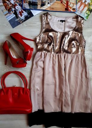 Стильное платье с пайетками