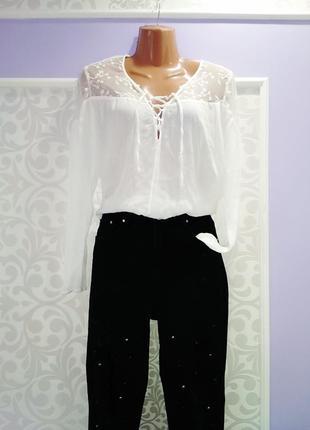 Очень красивая блуза базовая с шнуровкой