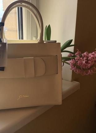 Элегантная сумка цвета айвори. 100% кожа. италия. оригинал